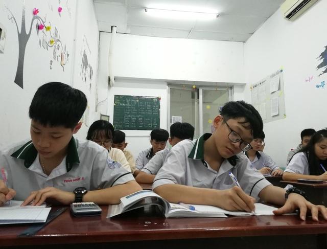 """TPHCM: 30.000 học sinh """"rớt"""" lớp 10 công lập, vẫn... tha hồ chỗ học - 1"""