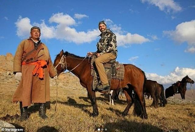 Con trai ông Trump tiêu tốn 75.000 USD tiền thuế vì đi săn cừu quý - 1