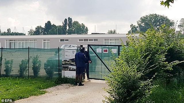 Ngựa chứng Balotelli bị đuổi về trong buổi tập của CLB Brescia  - 1