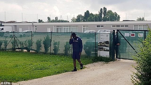 Ngựa chứng Balotelli bị đuổi về trong buổi tập của CLB Brescia  - 2