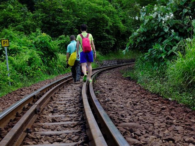 Cầu đường sắt Đồn Cả: Cheo leo tàu vượt núi! - 8