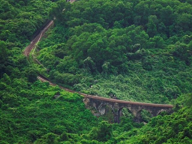 Cầu đường sắt Đồn Cả: Cheo leo tàu vượt núi! - 1