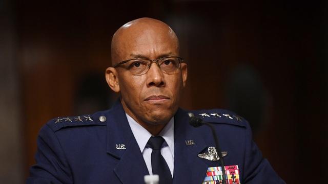 Tham mưu trưởng da màu đầu tiên trong lịch sử quân đội Mỹ - 1