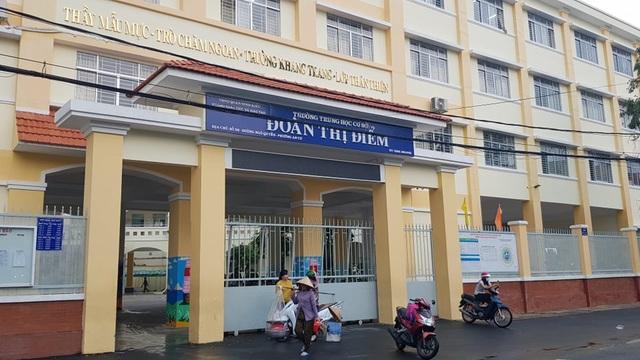 Hai học sinh ở Cần Thơ bị bạn hành hung trước cổng trường - 2