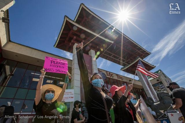 Chủ tiệm nail gốc Việt tại Mỹ biểu tình đòi mở cửa  - 1
