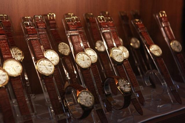 Mục sở thị bộ sưu tập đồng hồ cổ mạ vàng một thời bằng cả gia tài khủng - 8