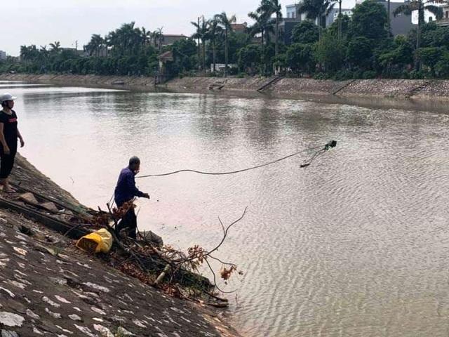Tìm thấy thi thể người đàn ông bơi nhiều lần qua sông để… tự tử - 1