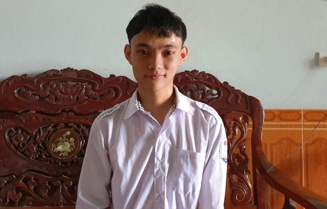 Nghị lực cậu học trò nghèo mồ côi mẹ đạt giải Nhì tỉnh môn Toán - 1