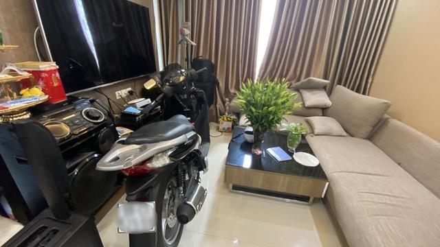 Bi hài chuyện phải mang xe máy lên căn hộ cao cấp vì sợ mất trộm - 2