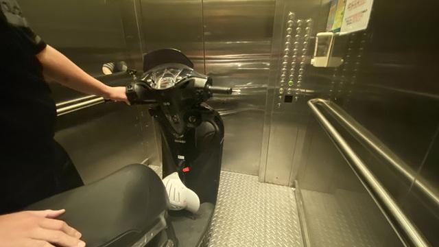 Bi hài chuyện phải mang xe máy lên căn hộ cao cấp vì sợ mất trộm - 3
