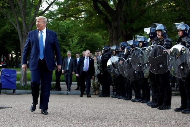 Những cử tri trung thành với ông Trump giữa khủng hoảng bủa vây - 1