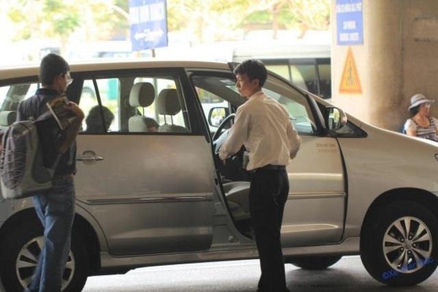 Giá xăng giảm từ lâu, taxi không chịu giảm giá - 1