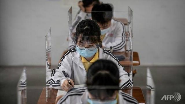 Trung Quốc báo động tình trạng học sinh tự tử hậu phong tỏa vì Covid-19 - 1
