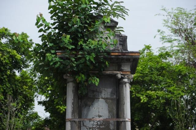 Đài phun nước cổ nhất Hà Nội đeo đai chống sập - 3