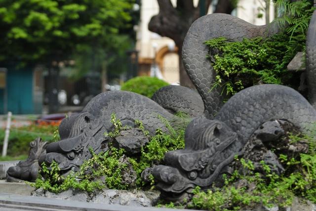 Đài phun nước cổ nhất Hà Nội đeo đai chống sập - 7
