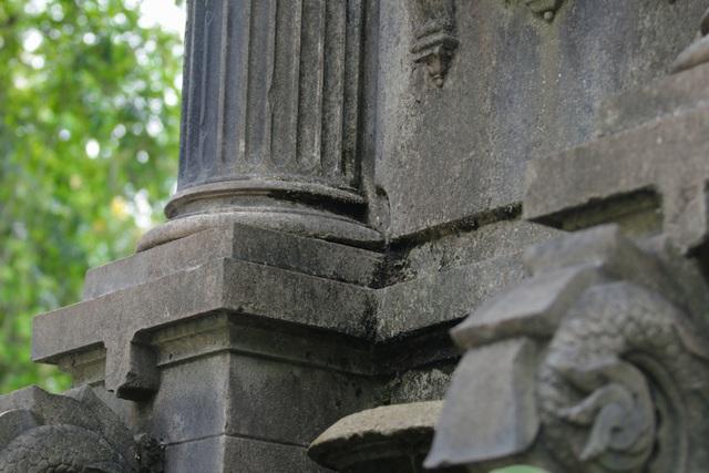 Đài phun nước cổ nhất Hà Nội đeo đai chống sập - 14