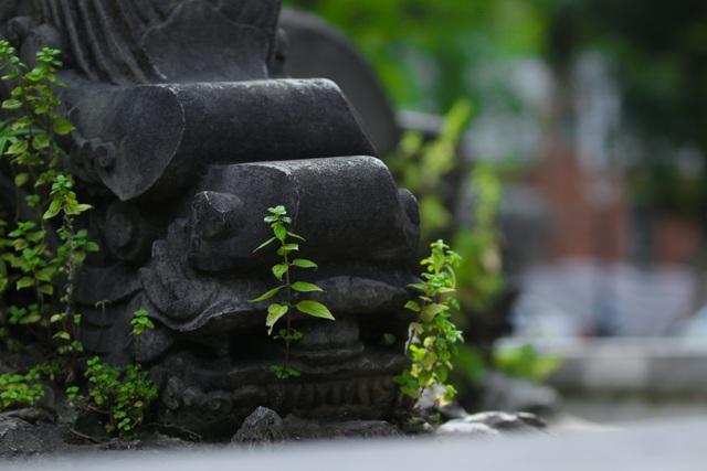 Đài phun nước cổ nhất Hà Nội đeo đai chống sập - 10