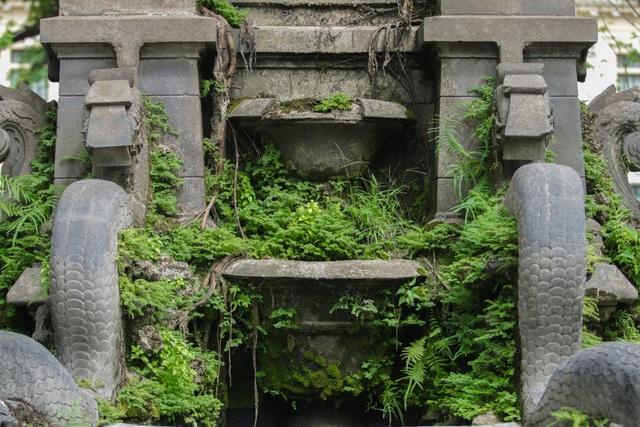 Đài phun nước cổ nhất Hà Nội đeo đai chống sập - 5