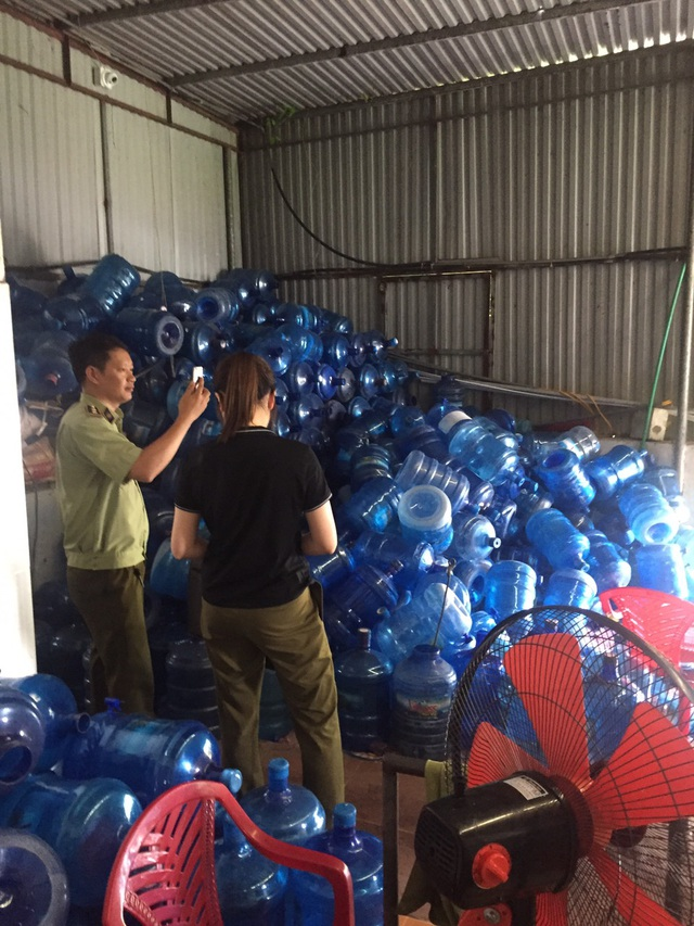 Cận cảnh quy trình hô biến nước mương thải thành nước uống đóng bình - 7
