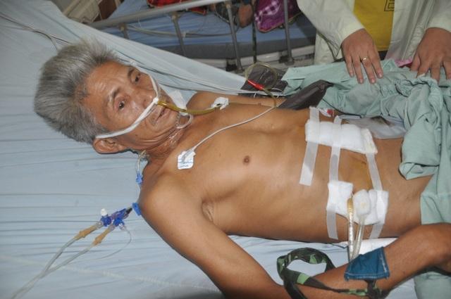 Xót thương người đàn ông buôn đồng nát xuất huyết tới 2 lít máu xin cầu cứu - 2