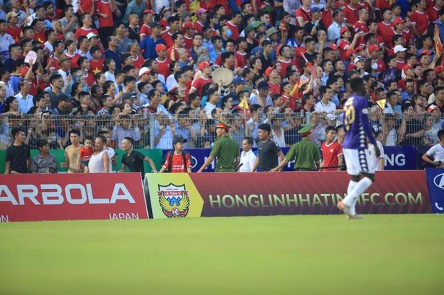 CLB Hà Nội hoà Hà Tĩnh trong trận đấu bù giờ gần… 40 phút - 2