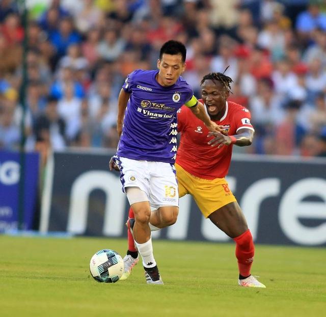 CLB Hà Nội hoà Hà Tĩnh trong trận đấu bù giờ gần… 40 phút - 4