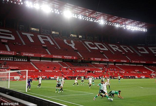 Sevilla thắng trận derby trong ngày La Liga trở lại - 3