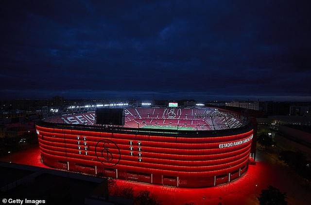 Sevilla thắng trận derby trong ngày La Liga trở lại - 1