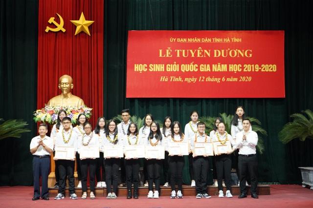 Hà Tĩnh tuyên dương, khen thưởng học sinh giỏi năm học 2019 - 2020 - 1