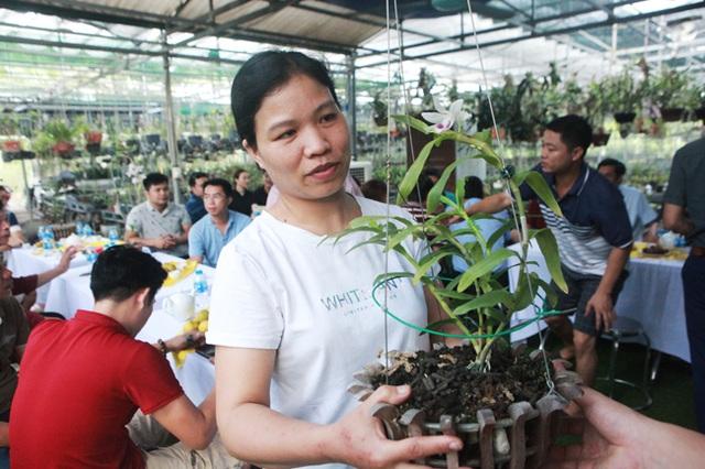 Đại gia Hà Nội chi 5 tỷ đồng mua giỏ lan nhìn như ngọn rau muống - 9