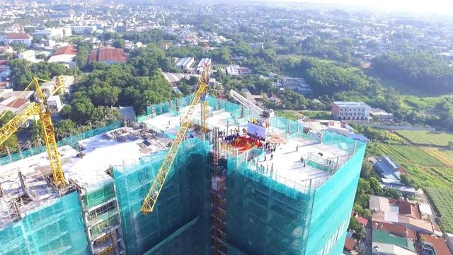 Khu căn hộ HAPPY ONE - Phú Hòa cất nóc vượt tiến độ 3 tháng - 2