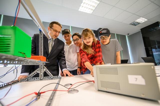 Covid-19: Đẩy thế hệ Z phải thay đổi cách chọn ngành học sang công nghệ số - 1
