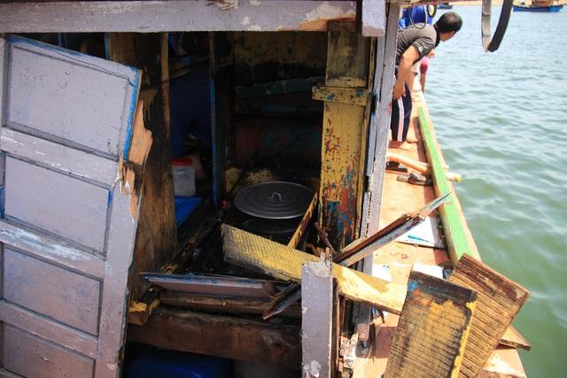 Quảng Ngãi: Tàu cá bị đâm chìm, 16 ngư dân rơi xuống biển - 3