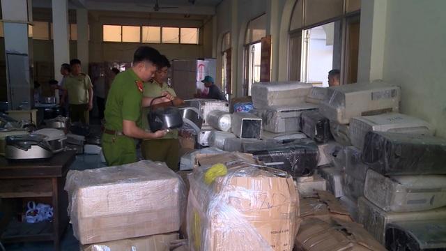 """Phú Yên: Nóng tình trạng vận chuyển hàng """"lậu"""" sau dịch Covid-19 - 2"""