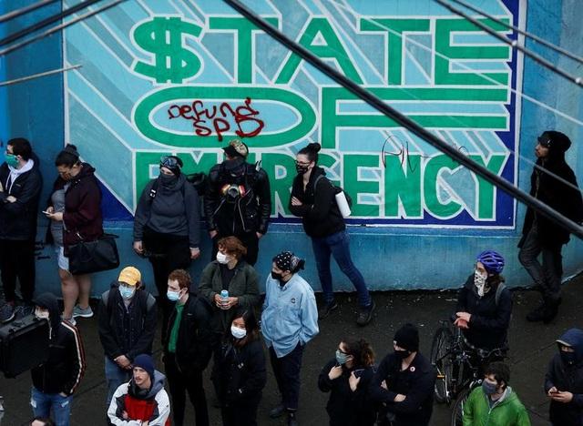 """Dãy phố bị người biểu tình Mỹ chiếm giữ, quây thành """"khu tự quản"""" - 5"""