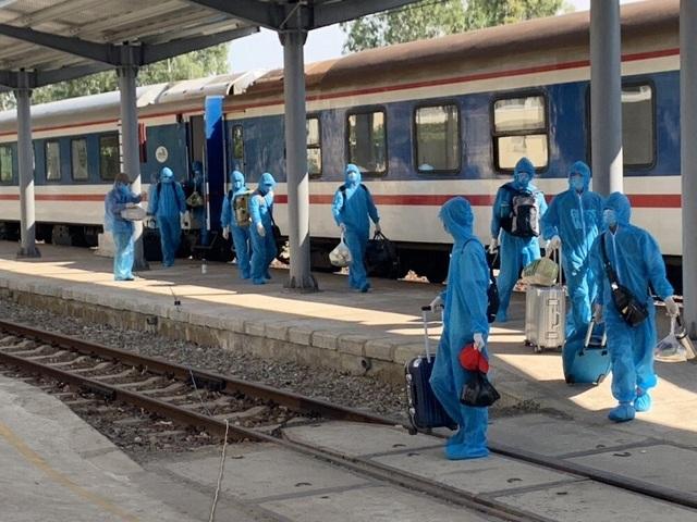 Lập riêng tàu hỏa đưa 150 chuyên gia từ Trung Quốc tới Quảng Ngãi - 1