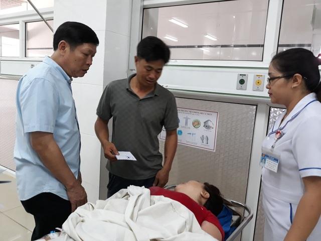 Vụ tai nạn 5 người tử vong: Bé gái thoát chết nhờ chạy đi mua bút - 4