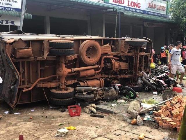 Vụ tai nạn 5 người tử vong: Bé gái thoát chết nhờ chạy đi mua bút - 6