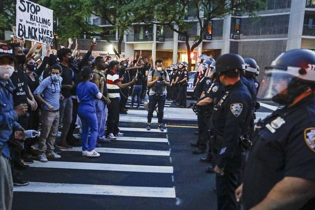 New York ra luật cấm cảnh sát kẹp cổ nghi phạm - 2