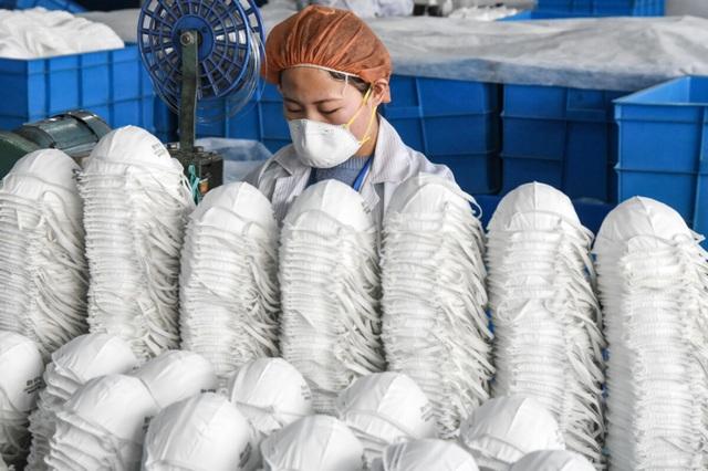 Chưa kịp khởi sắc, ngành công nghiệp khẩu trang của Trung Quốc đã vụt tắt - 1