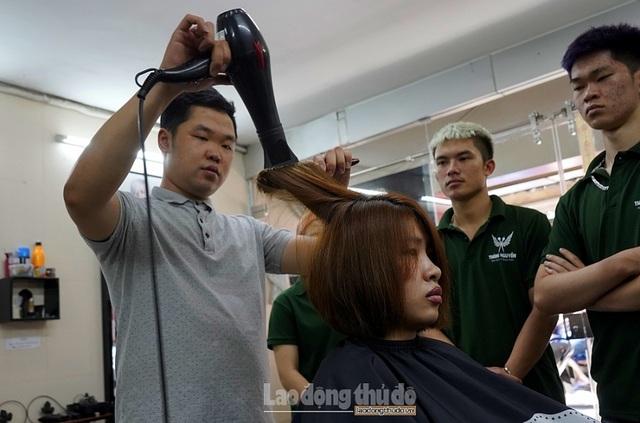 Tiệm cắt tóc không lời ở Hà Nội - 10