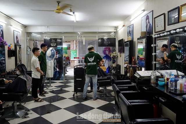 Tiệm cắt tóc không lời ở Hà Nội - 11