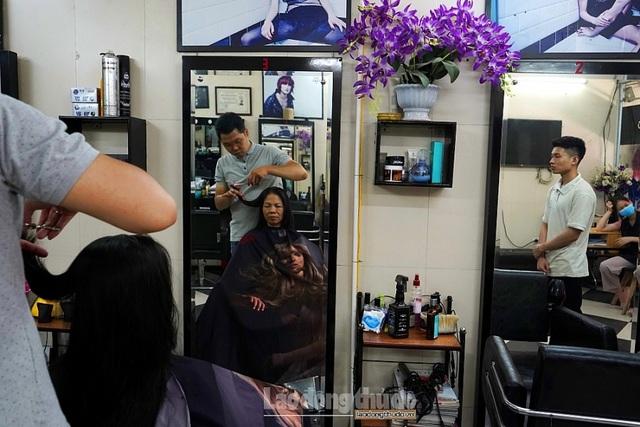 Tiệm cắt tóc không lời ở Hà Nội - 4