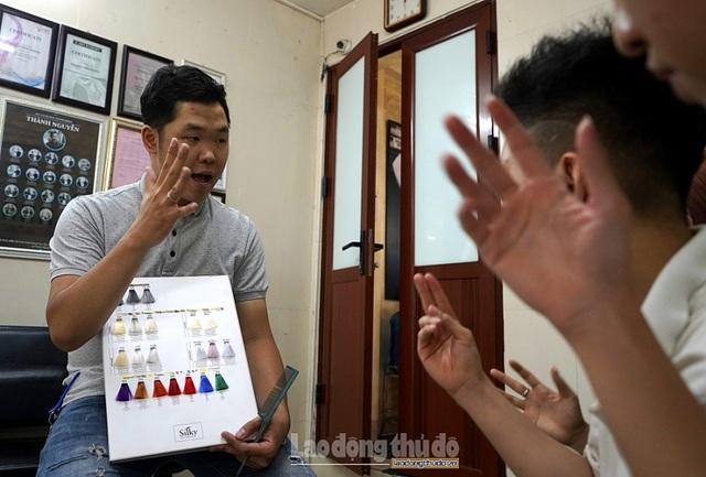 Tiệm cắt tóc không lời ở Hà Nội - 7