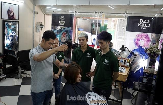 Tiệm cắt tóc không lời ở Hà Nội - 9