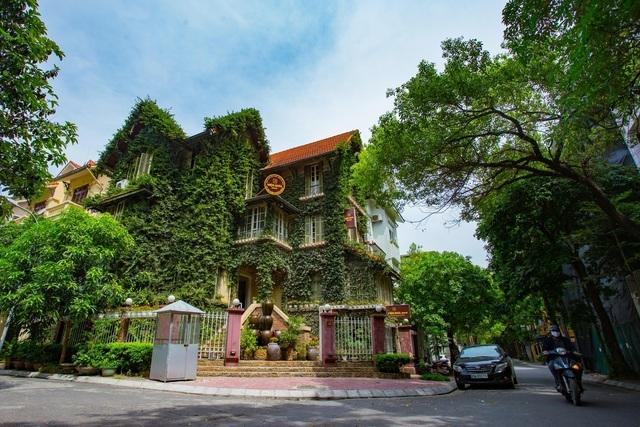 Những ngôi nhà phủ cây xanh, mỗi buổi sáng chim hót líu lo như trong rừng - 1
