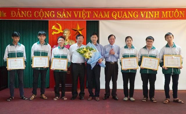 Học sinh trường chuyên tại Quảng Bình tham dự Olympic Vật lý châu Âu 2020 - 1