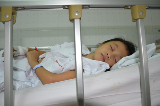 Thương bé gái 12 tuổi tính mạng vô cùng mong manh - 2