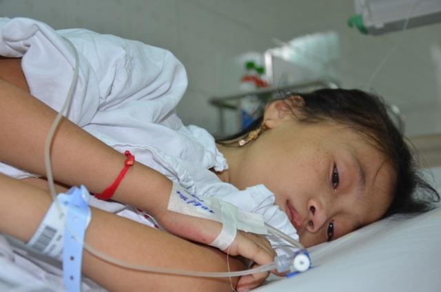 Thương bé gái 12 tuổi tính mạng vô cùng mong manh - 5