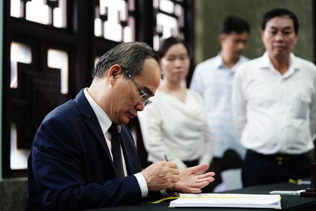 Lãnh đạo Đảng, Nhà nước viếng nhà tình báo huyền thoại Trần Quốc Hương - Ảnh minh hoạ 5